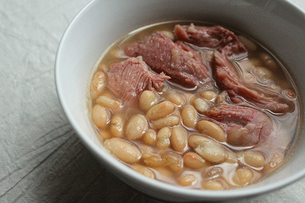 Slow Cooker White Beans and Turkey Legs