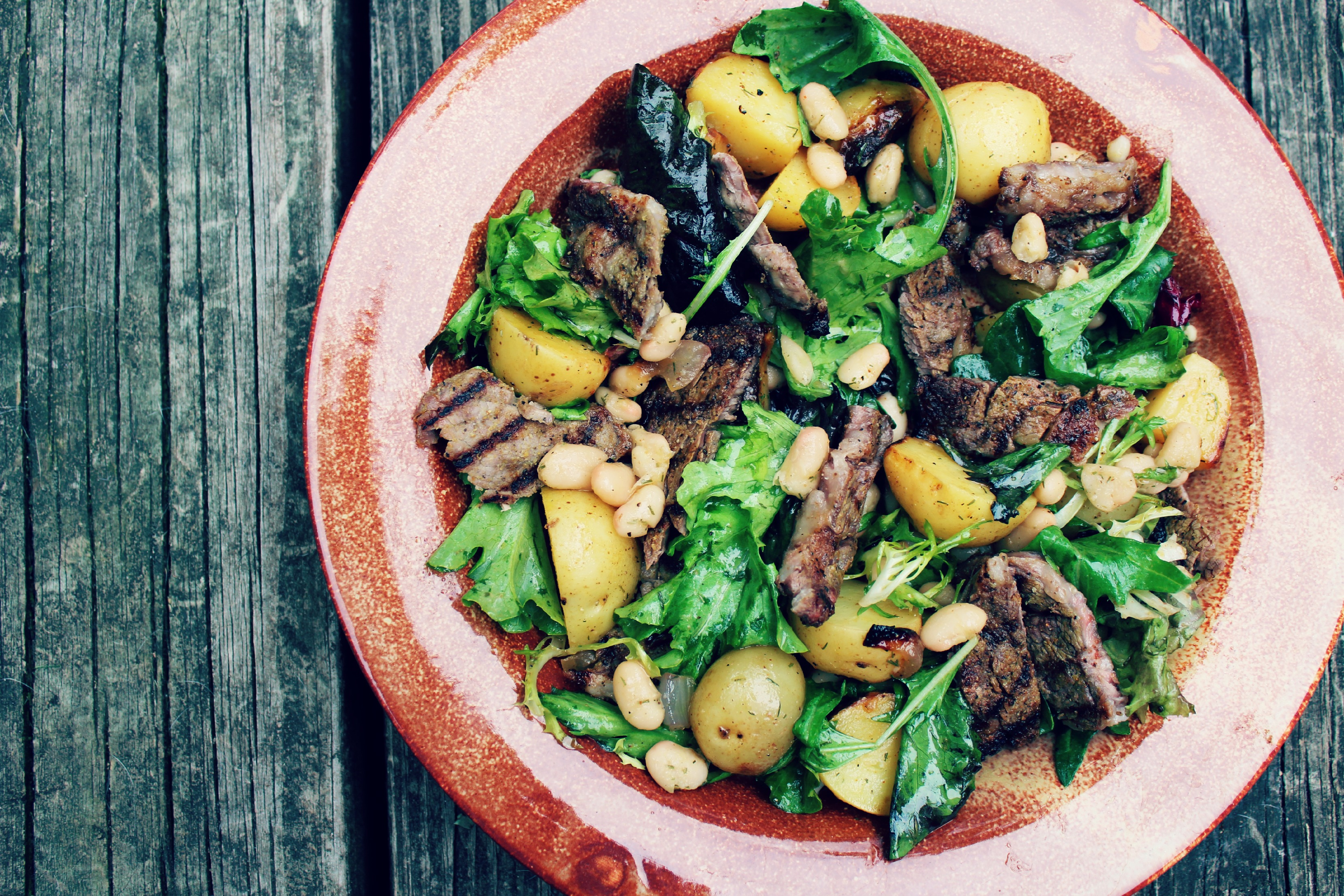 Grilled steak and white bean salad
