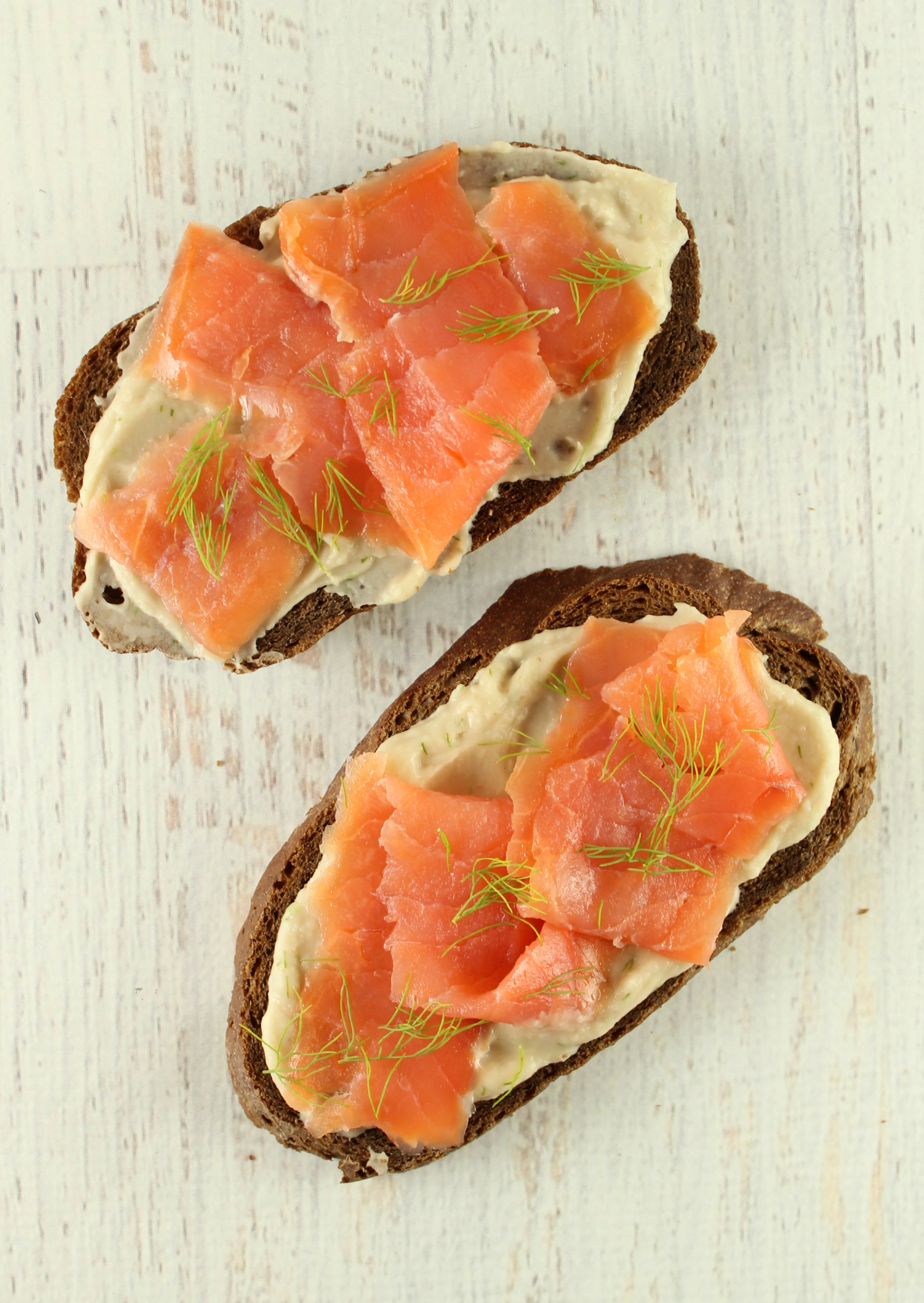 Roasted Garlic and Dill Bean Spread with Smoked Salmon
